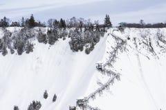 Escalier amenant une montagne neigeuse Images libres de droits