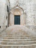 escalier antique et traditionnel de la ville de Dubrovnik images libres de droits