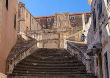 Escalier d'église de jésuite de Dubrovnik Images libres de droits
