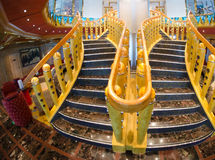 Escalier d'un bateau de croisière moderne Photo libre de droits
