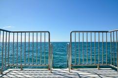 Escalier dans l'océan large Images stock