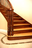 Escalier dans la maison de construction neuve Image libre de droits
