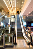 Escalier dans le hall d'aéroport Image stock