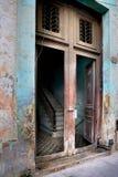 Escalier dans une maison à vieille La Havane images stock