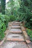 Escalier de brique en parc vert d'été de Venise images stock