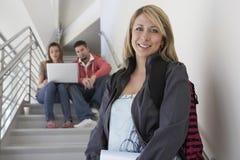 Escalier de With Classmates On d'étudiante Photographie stock