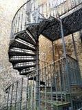 Escalier de fer sur un sordide image stock