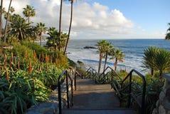 Escalier de parc de Heisler pour basculer la plage de pile, Laguna Beach CA Image libre de droits