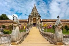 Escalier de temple Photos libres de droits