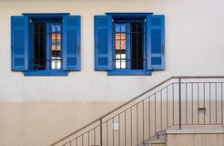 Escalier de Windows dans Neve Tzedek Photographie stock libre de droits