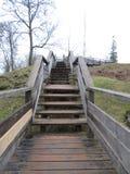 Escalier en bois à la forteresse ruinée image libre de droits