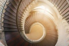 Escalier en bois spiralé Escalier circulaire photographie stock libre de droits