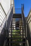 Escalier en métal au ciel Photographie stock