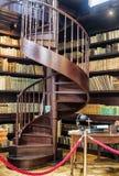 Escalier en spirale à la bibliothèque, Oponice, Slovaquie image stock