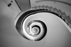 Escalier en spirale abstrait noir et blanc Photo stock