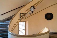 Escalier en spirale d'un palais antique Photos stock
