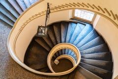 Escalier en spirale d'un palais antique Images stock