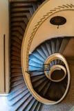 Escalier en spirale d'un palais antique Photographie stock libre de droits