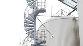 Escalier en spirale industriel pour des réservoirs banque de vidéos