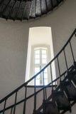Escalier et fenêtre en Bodie Island Lighthouse photo stock