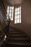 Escalier et fenêtres Photos libres de droits