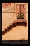 Escalier et trappe antiques Photo stock