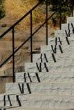 Escalier extérieur avec des ombres de la balustrade Image libre de droits