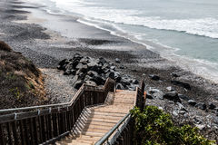 Escalier menant à la plage d'état du sud de Carlsbad images libres de droits