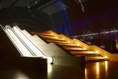 Escalier mobile dans la lumière de disco photo libre de droits