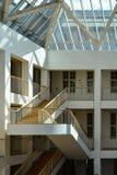 Escalier moderne dans l'oreillette, Musée National danois, Copenhague Photo stock