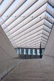 Escalier moderne de bâtiment, extérieur, lieux de travail, textures images stock