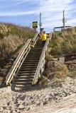 Escalier piétonnier à la plage Images stock