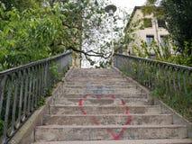Escalier romantique au ciel photos libres de droits