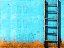 Escalier rouillé bleu de cru Photographie stock