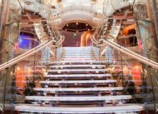 Escalier spectaculaire de bateau de croisière Images libres de droits