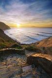 Escaliers à la plage de Barrika au coucher du soleil Images libres de droits