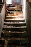 Escaliers abandonnés Photographie stock libre de droits