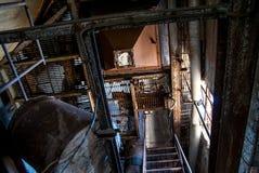 Escaliers abandonnés d'usine Image libre de droits