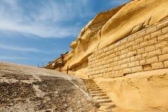 Escaliers antiques dans le fort Tigne (Sliema) Photographie stock