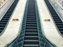 Escaliers atuomatic de souterrain/tube/escalator images libres de droits