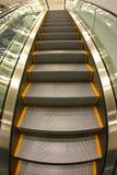 Escaliers au niveau supérieur Photos libres de droits
