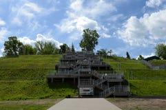 Escaliers au parc montagneux dans Barnaul photographie stock
