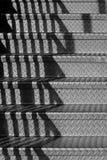 Escaliers avec des ombres images stock
