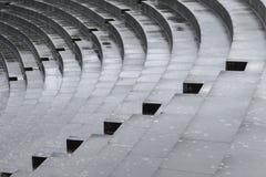 Escaliers concrets après pluie, résumé, diagonal image stock