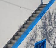 Escaliers concrets modernes extérieurs photos stock