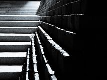 Escaliers déprimés et étapes Photographie stock libre de droits