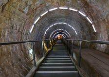 Escaliers d'entrée dans une mine de sel images stock