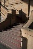 Escaliers d'une manière élégante incurvés Photo stock