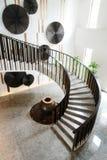 Escaliers dans l'hôtel moderne Photos libres de droits