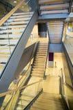 Escaliers dans la construction moderne Photographie stock libre de droits